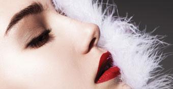 Ojos y labios maquillados
